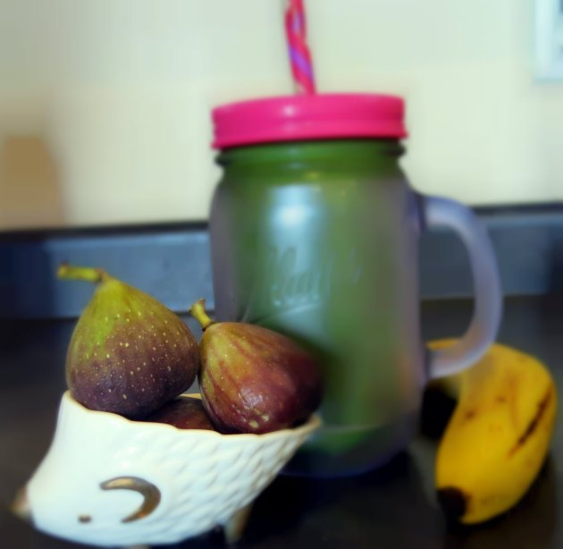 almost getting it together fig and banana green smoothie